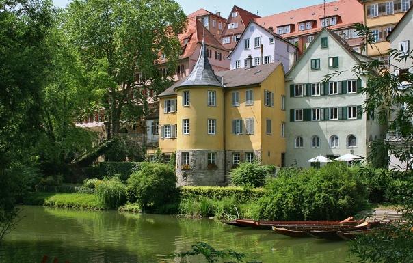 El Hölderlinturm (Torre de Hölderlin) es un edificio situado en Tübingen (Alemania) a orillas del río Neckar, donde residió el poeta Friedrich Hölderlin durante su periodo de locura desde 1807 hasta su muerte en 1843.