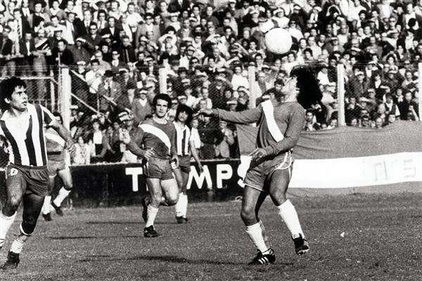 Partido debut de Maradona (1976)