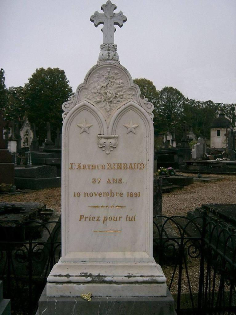 """Jean Nicolas Arthur Rimbaud, 37 años.  (Octubre 20 de 1854 - Noviembre 10 de 1891). En el epitafio: """"Reza por él""""."""
